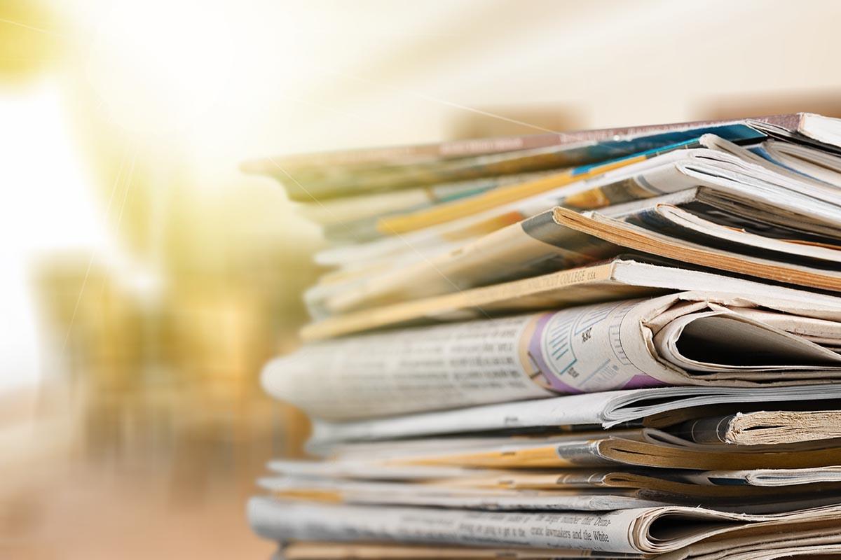 pila di giornali, dichiarazione sostitutiva bonus pubblicità 2020